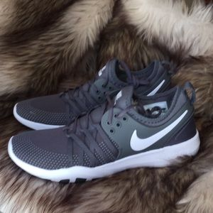 Nike Shoes - NWT WOMEN'S NIKE FREE TR 7 IN DARK GREY/WHITE